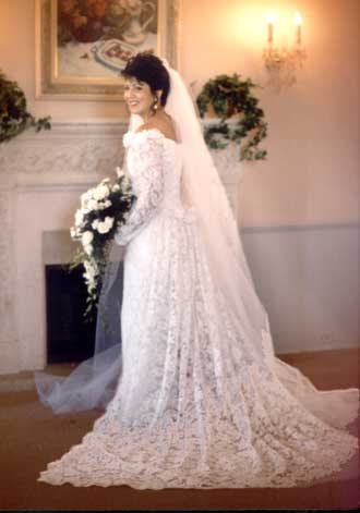 http://www.bridalperfections.com/bridal-images/articles/bride-world-angelaFireplace.jpg